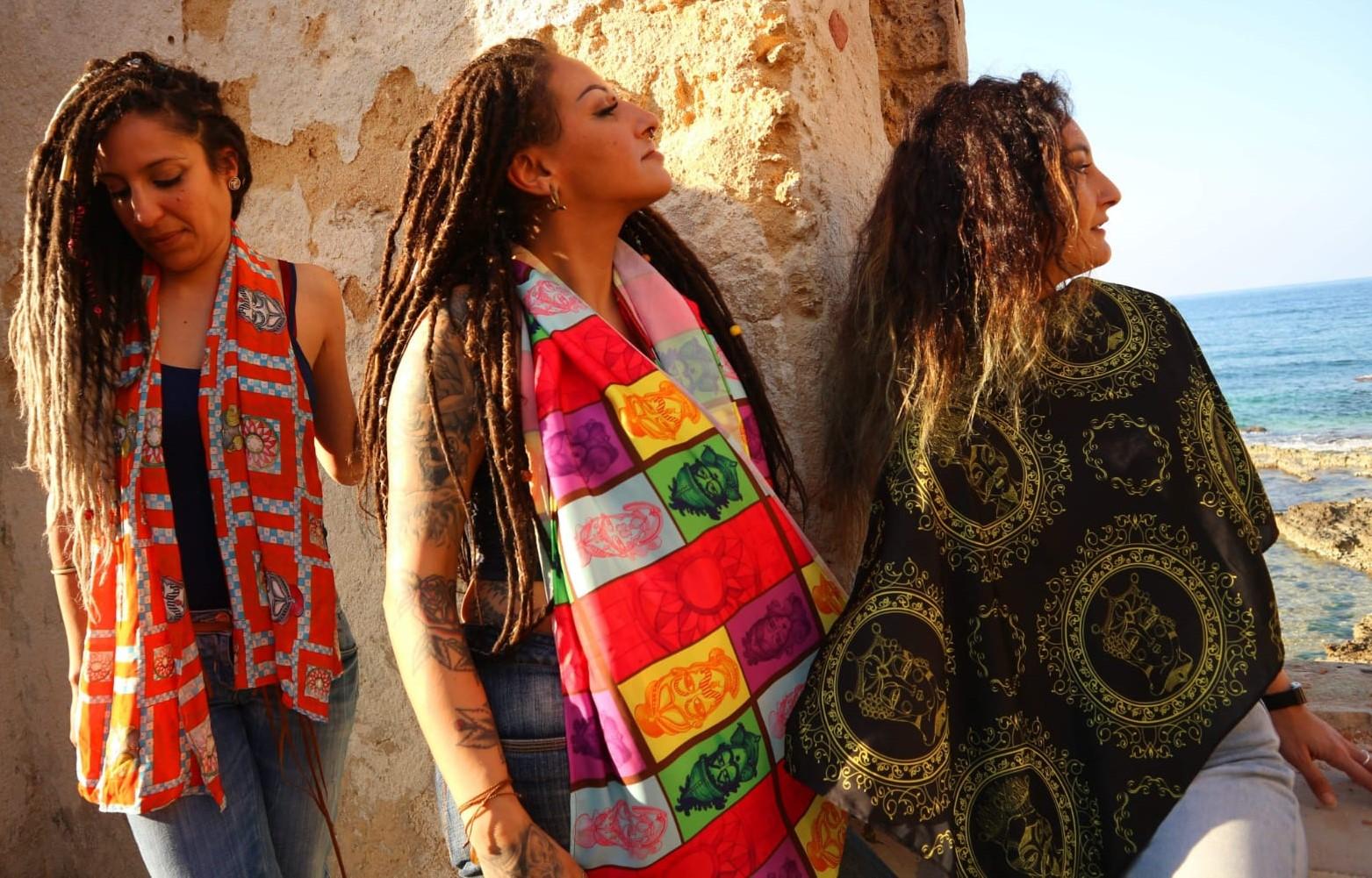 Moda, i foulard e le stoffe di Valentina Ciadamidaro,con disegni ispirati alla cultura siciliana