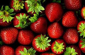 Caldo anticipa primizie: sui banchi dei mercati carciofi e fragole