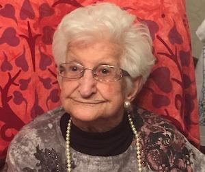 Nonnina di Floridia festeggia i 100 anni con la banda musicale a domicilio