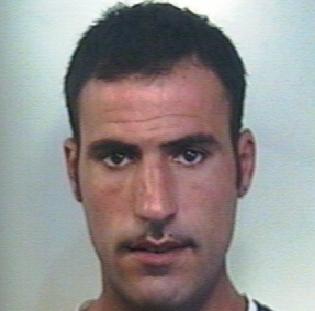 Minacciano e rapinano un avvocato a Catania, due arresti