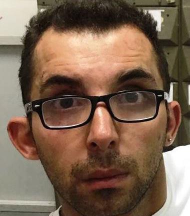 Ruba l'iPhone 6 a un operaio e scappa, arrestato a Caltagirone