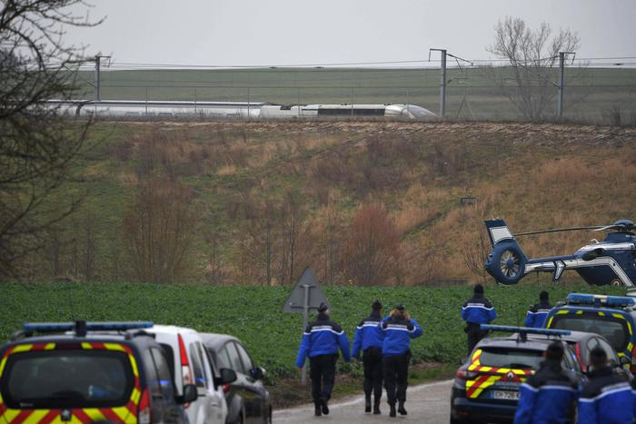 Deraglia un treno in Francia, almeno venti feriti: è grave il macchinista