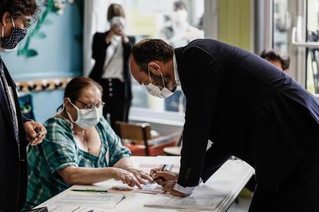 Amministrative in Francia, vince l'astensione: Macron preoccupato