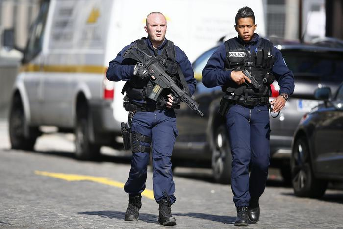 Sparatoria in un liceo in Francia, due feriti ed un arrestato