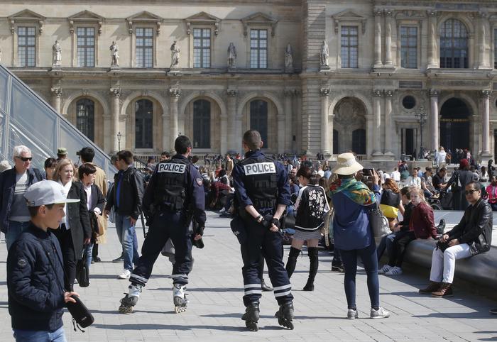 La Francia domani al voto per le Presidenziali: elezioni blindate
