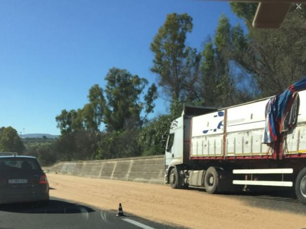 Frumento disseminato in autostrada tra gli svincoli di Augusta e Sortino, caos alla circolazione