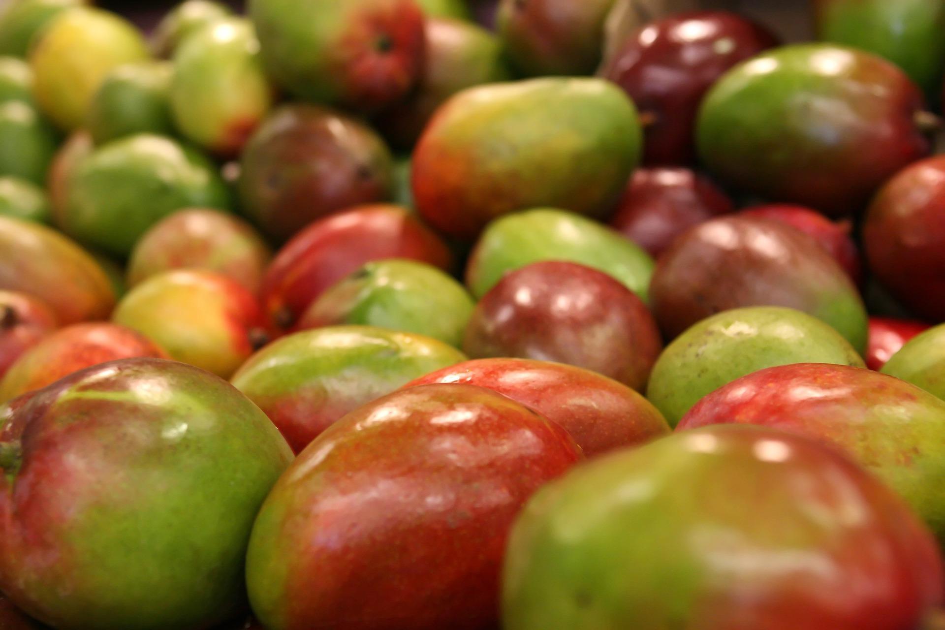 Frutta tropicale che passione: come portare a tavola mango, avocado e passion fruit