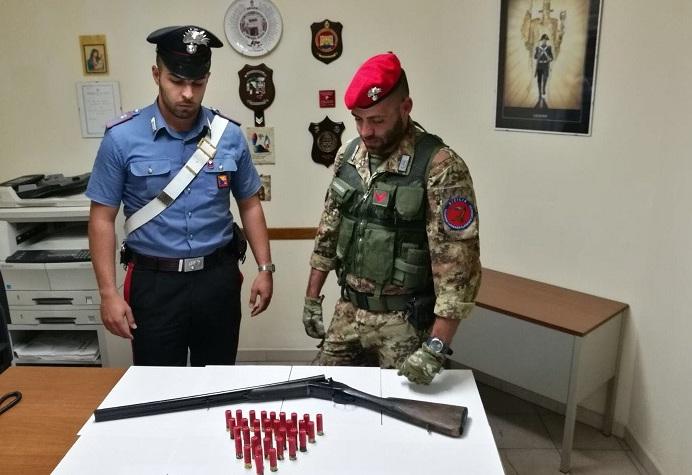 Avevano fucili e munizioni, scattano due arresti nel Messinese