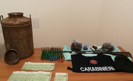Armi, droga e soldi cash trovati dai carabinieri di Reggio Calabria: sequestro