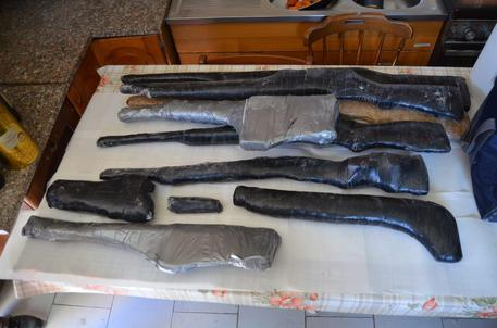 Custodivano pistole e fucili clandestini: due arresti a Bianco nel Reggino