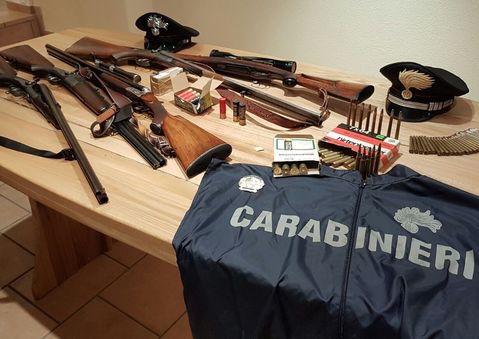 Armi: munizioni e fucili in casa, 73enne denunciato a Naro
