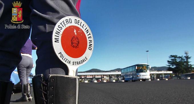 Fuggono all'alt e feriscono due poliziotti a Niscemi: due arresti