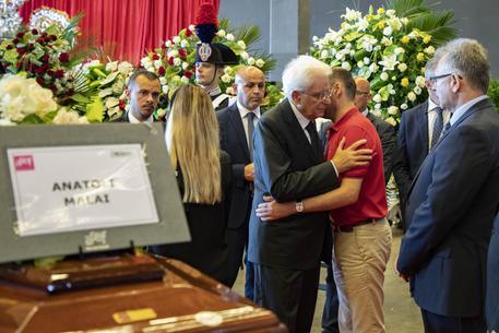 A Genova funerali solenni, adesso le vittime del ponte sono 43