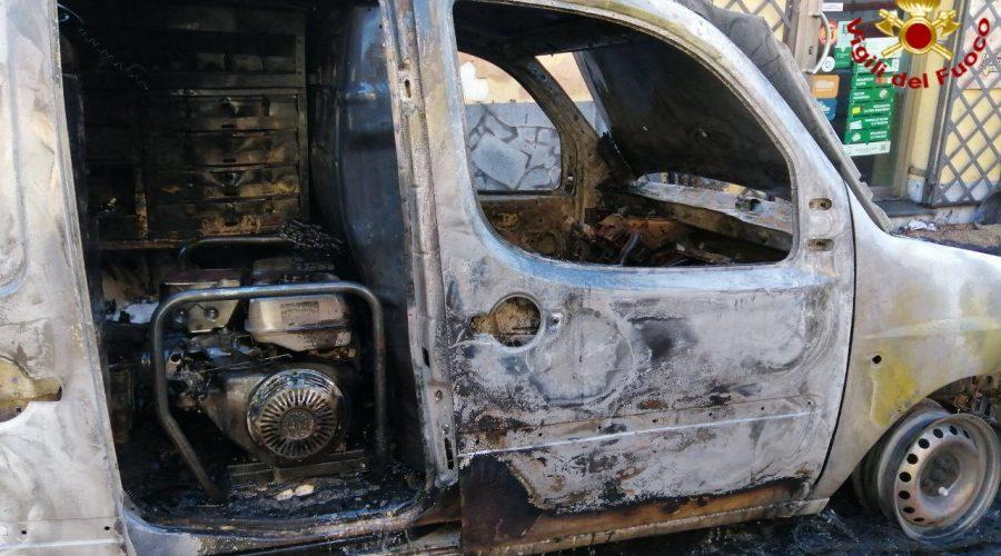 Acireale, esplode furgone con bombole di etilene