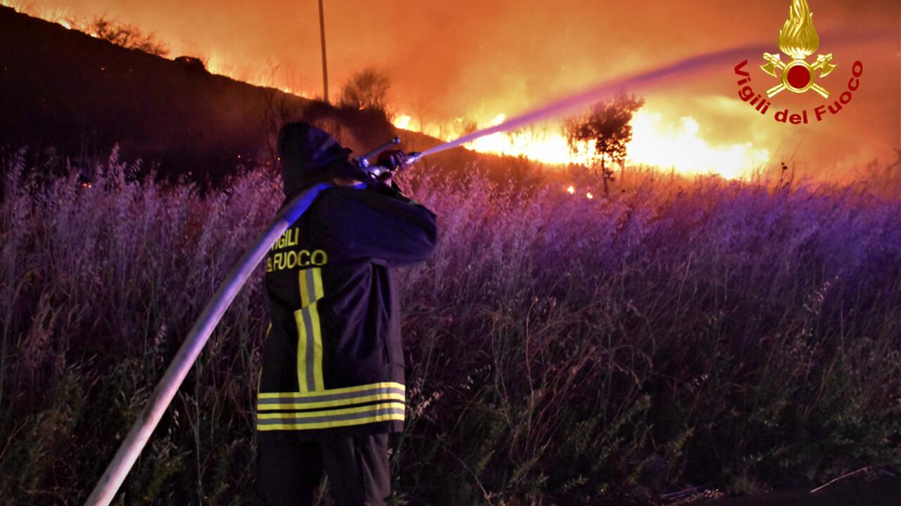 Allerta rossa per incendi e caldo, a Catania è il 112 il numero per le emergenze