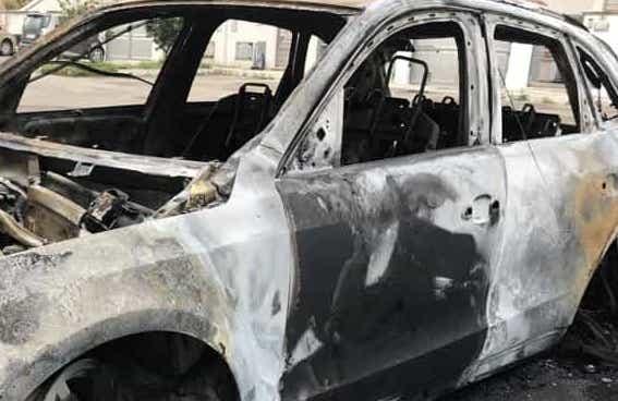 Attentato col fuoco a Floridia, bruciate due auto a