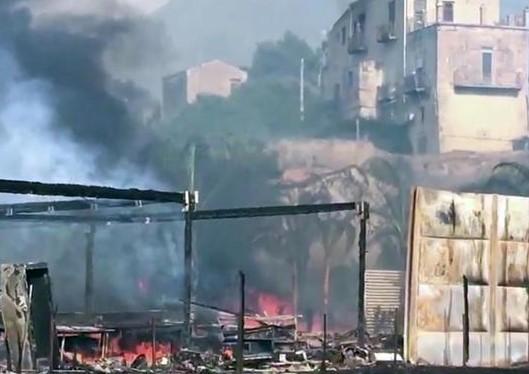 Palermo, da spegnere ancora gli ultimi focolai ma ora è caccia ai piromani