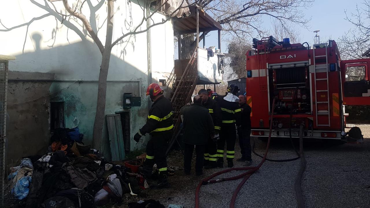 Incendio a Pachino, villetta danneggiata a Punta delle Formiche