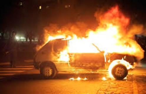 Incendio nella notte a Canicattì, due auto distrutte dal fuoco