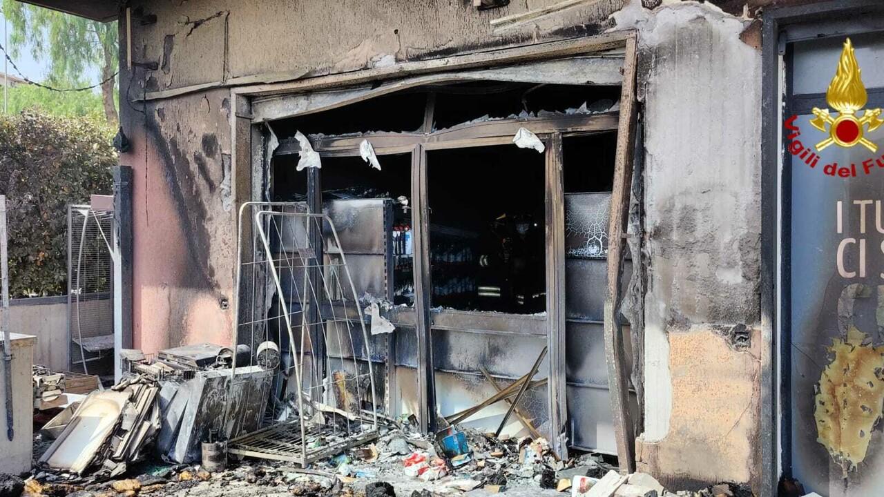 Scoppia incendio in un supermercato di Mascalucia: cause da accertare