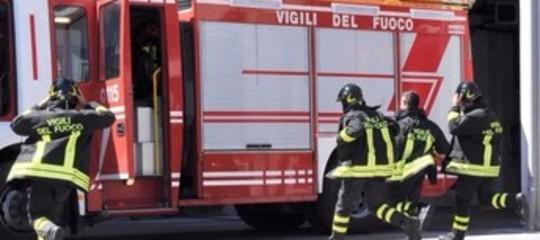 Elettrodomestico in corto circuito, fiamme in un'abitazione a Melilli