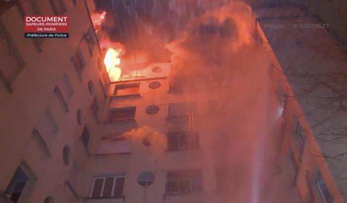 Edificio a fuoco a Parigi, 10 morti ed una donna arrestata