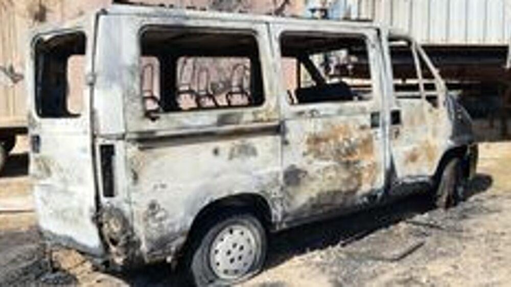 Lampedusa, in fiamme il furgone della società che gestisce l'hotspot