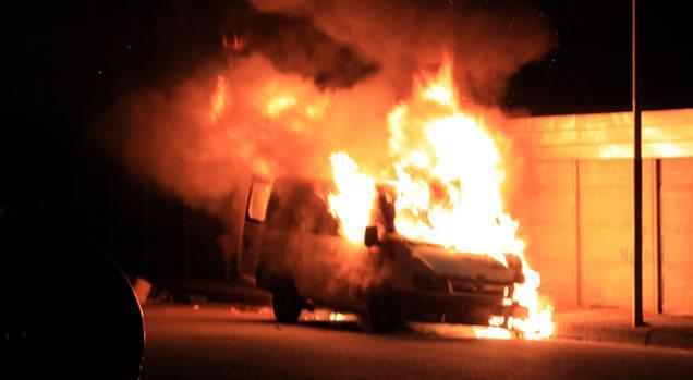 """Intimidazioni"" col fuoco a Siracusa, in fiamme un furgone"