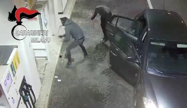 Crimanlità, arrestati a Milano sette albanesi specializzati nei furti