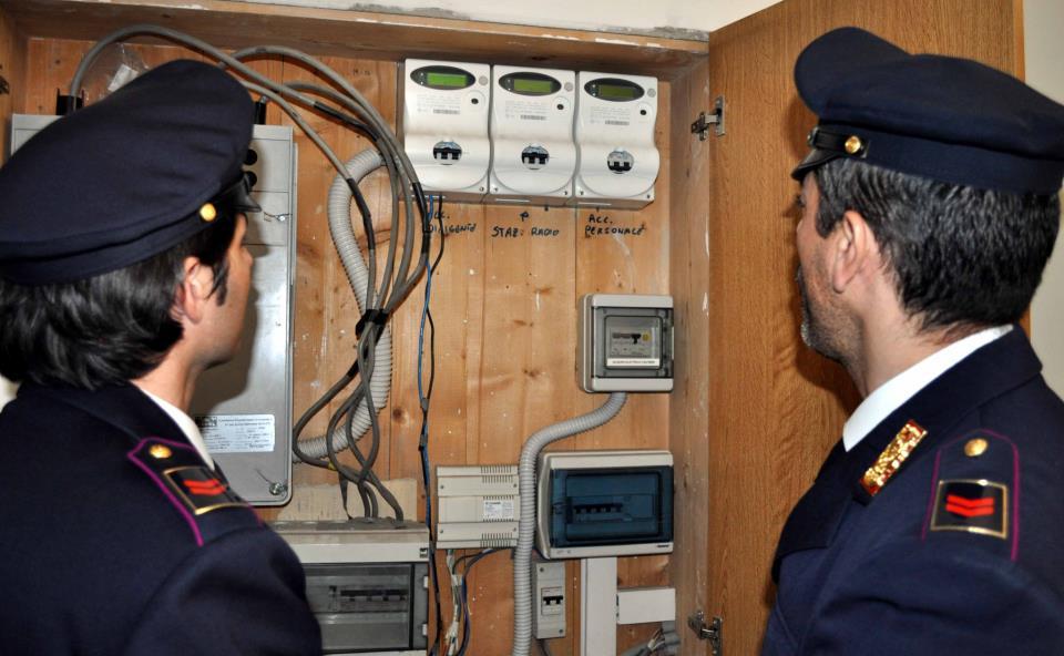 Furti di energia, un intero condominio illegale a Palermo