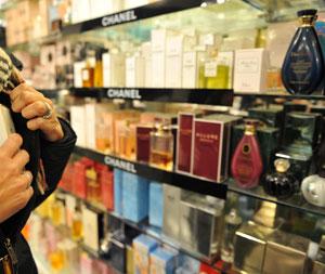 Misterbianco, ruba cosmetici al Centro Sicilia: arrestata