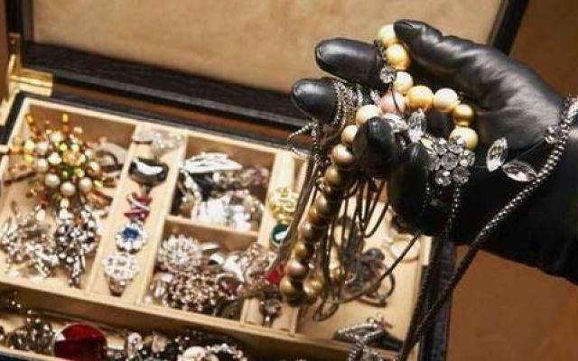 Taormina, si costiuisce il presunto complice della rapina ad una gioielleria