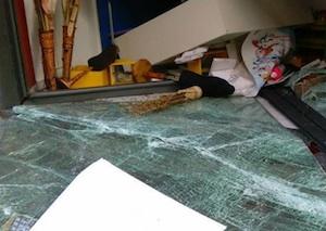 Adrano, lanciano una'auto contro una vetrina: furto in un negozio di abbigliamento