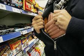 Avola, ruba per fame in un supermercato: denunciato a  piede libero