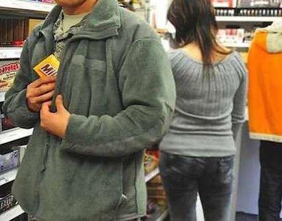 Siracusa, ruba cibo da un Centro commerciale: denunciato