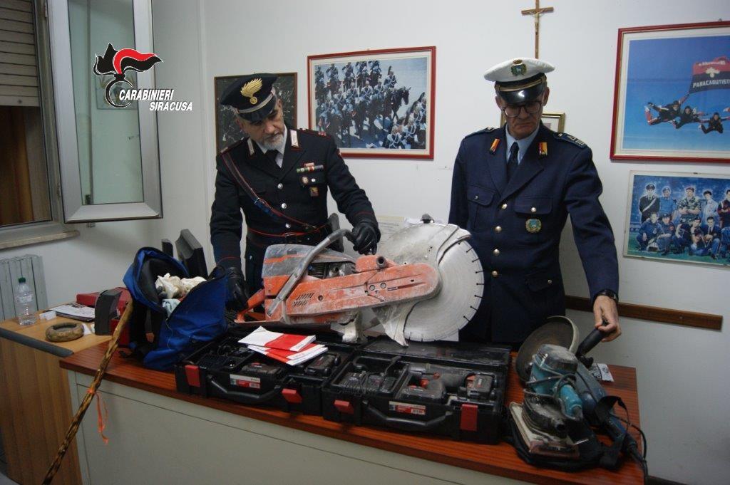 Rubavano nei cantieri edili di Canicattini Bagni: arrestata una coppia