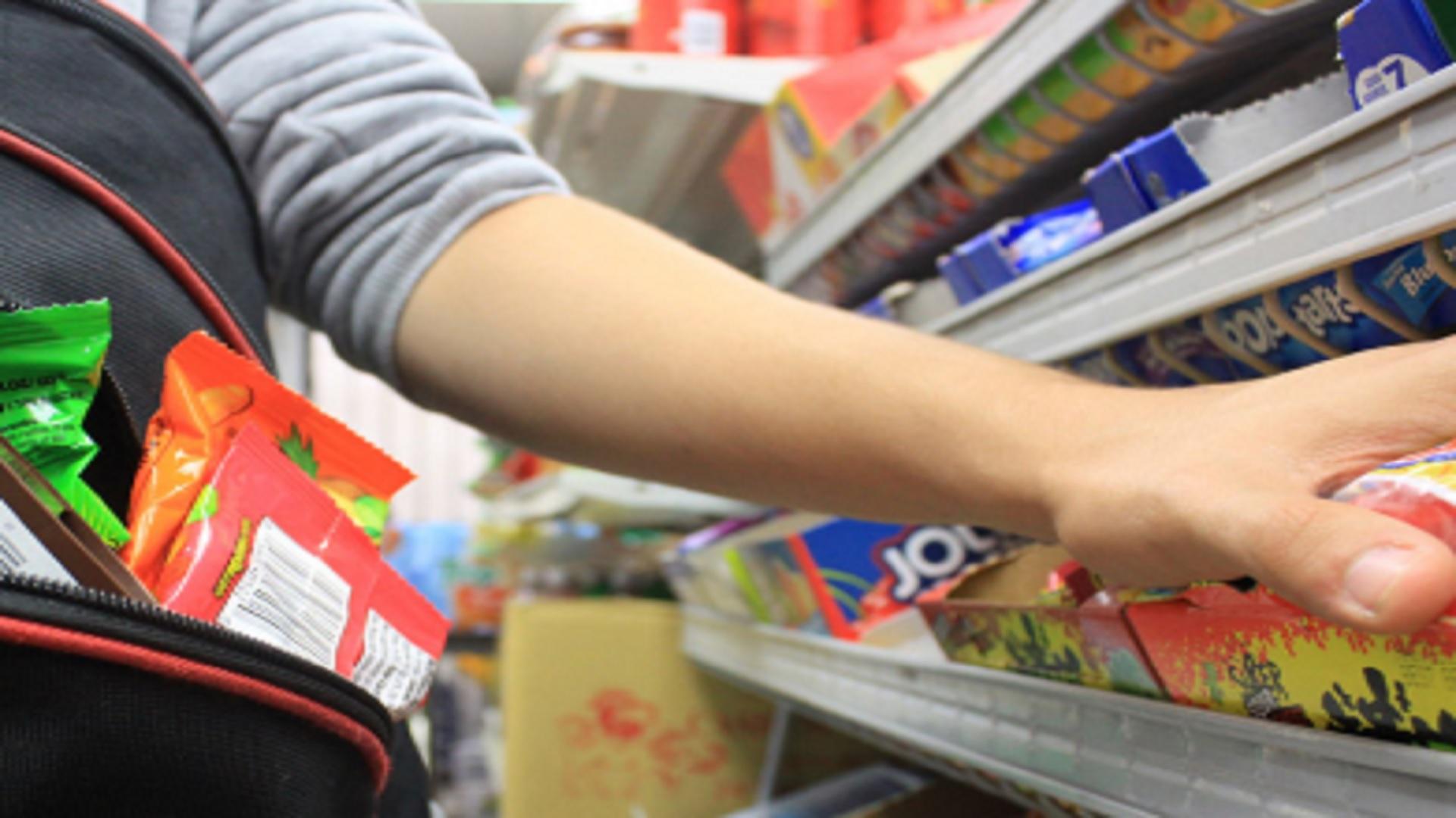 Furto in un supermercato, denunciati due giovani di Floridia