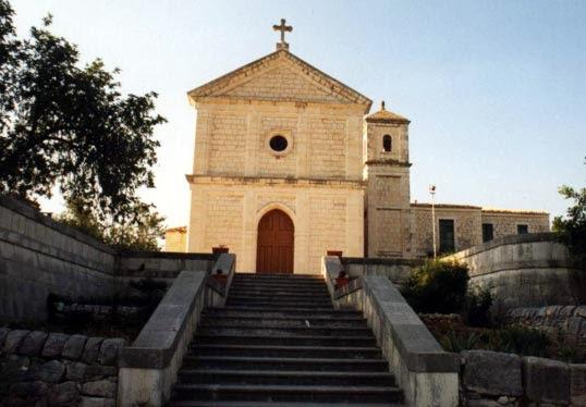 Furto nella chiesa Sacra Famiglia di Rosolini, rubate due campane