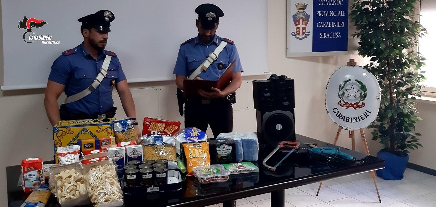 Carlentini, bloccato dai carabinieri dopo un furto al supermercato