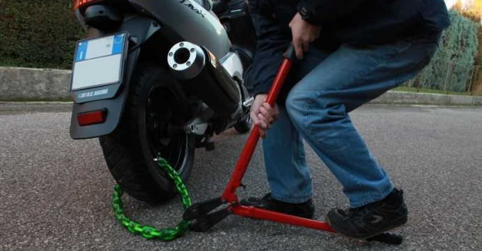 Rubano un ciclomotore a Siracusa, due arresti tra cui un minore