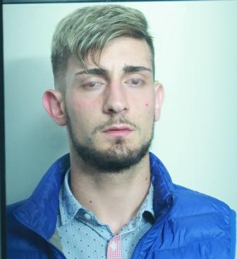 Droga, spaccia nel  quartiere San Cristoforo di Catania: arrestato