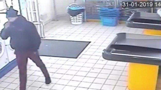 Tre rapine in una settimana a Messina: arrestato un 24enne