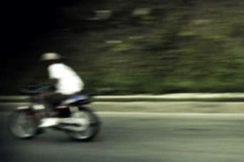 Augusta, chiudono la strada per una corsa tra scooter