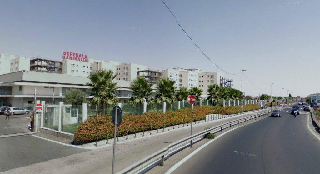 Sale sul terrazzo del Garibaldi di Catania per suicidarsi