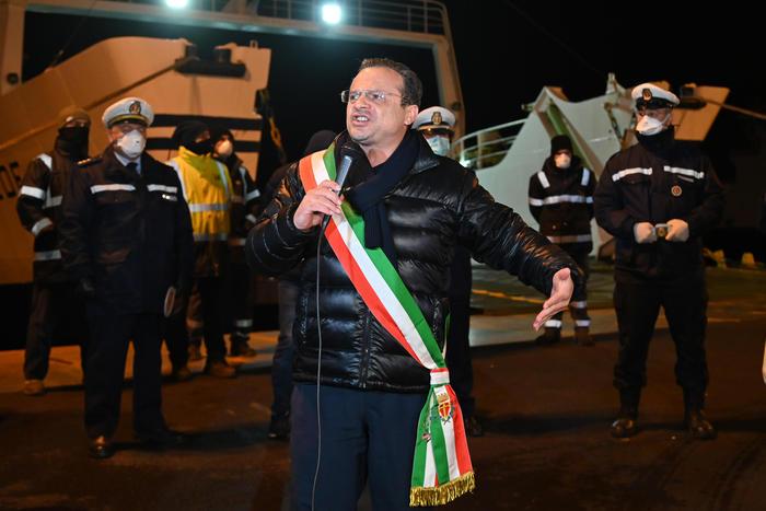 Il sindaco di Messina chiede di sospendere il pagamento delle bollette di gas e luce