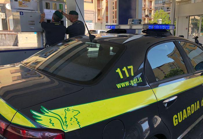 Catania, vendeva gasolio agricolo al distributore: denunciato a Nesima