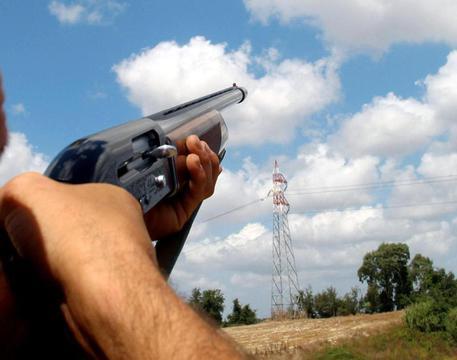 Tragedia di caccia nel Salernitano,fucilata colpisce il padre all'addome che muore
