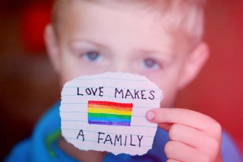 Gay: a Palermo trascritte famiglie arcobaleno negli atti di nascita