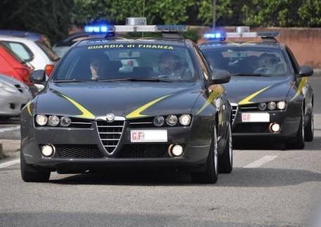 Abusa di una 14enne, fermato un ex consigliere di Lamezia Terme