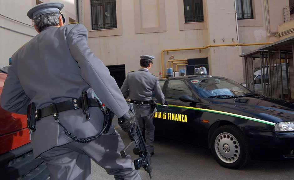'Ndrangheta, blitz contro appalti truccati: 35 fermi